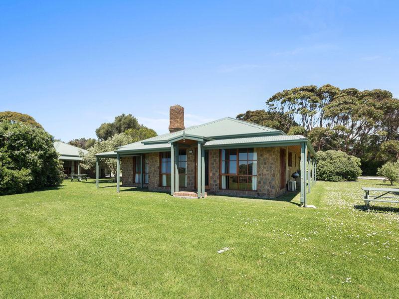 Cottage 3/2-6 Great Ocean Road, Marengo, Vic 3233