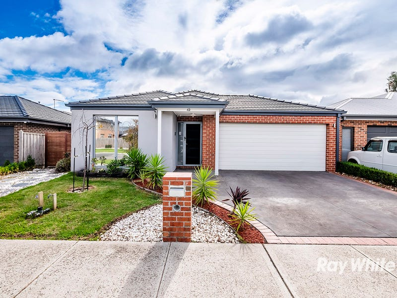 42 Quarters Boulevard, Cranbourne West, Vic 3977