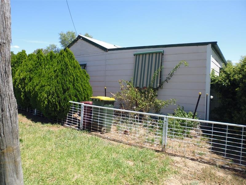 9 Waugoola Street, Woodstock, NSW 2793