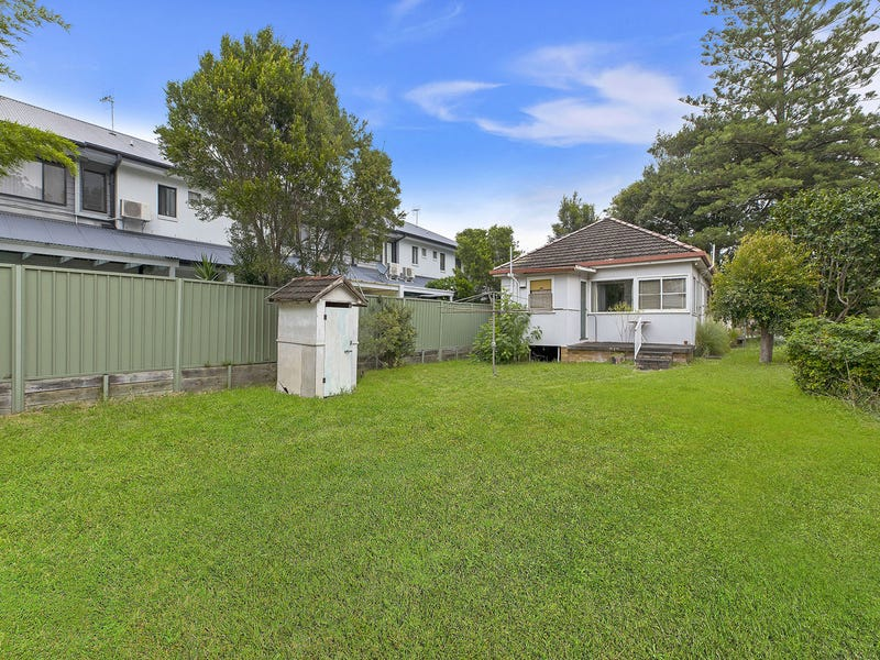 10 Barrenjoey Road, Ettalong Beach, NSW 2257