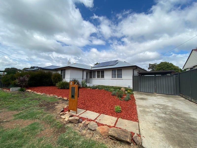 8 MARGARET STREET, Karabar, NSW 2620