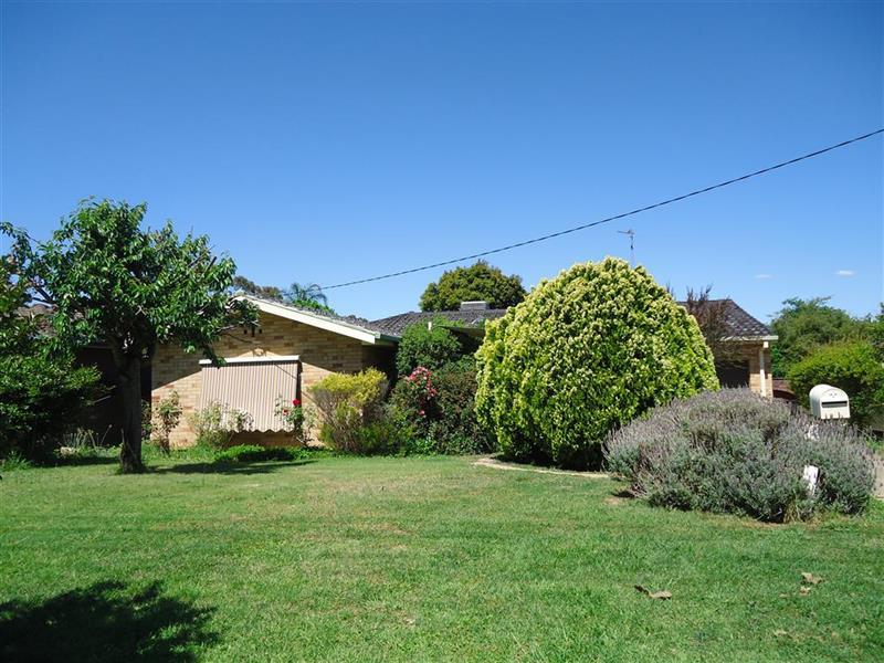 25 Willow Street, Kooringal, NSW 2650