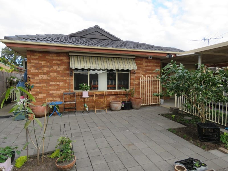 33 Sunny Place, St Johns Park, NSW 2176