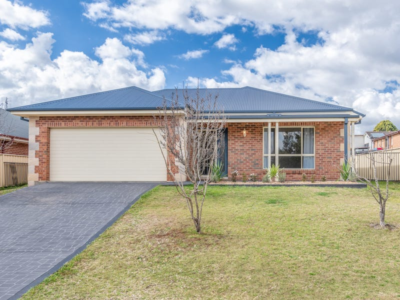 4 Hillview Avenue, Dungog, NSW 2420