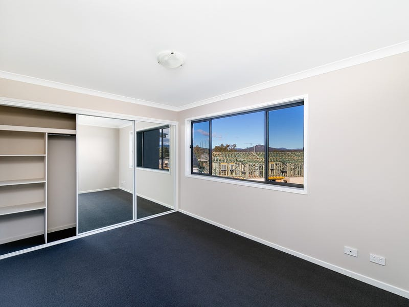 Unit 77 Gifford Street, Coombs, ACT 2611