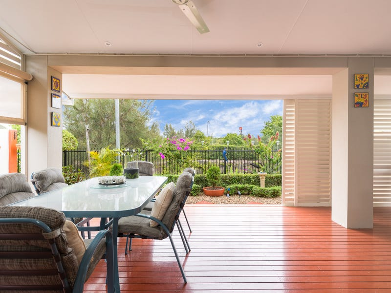 65/1  Halcyon Way, Hope Island