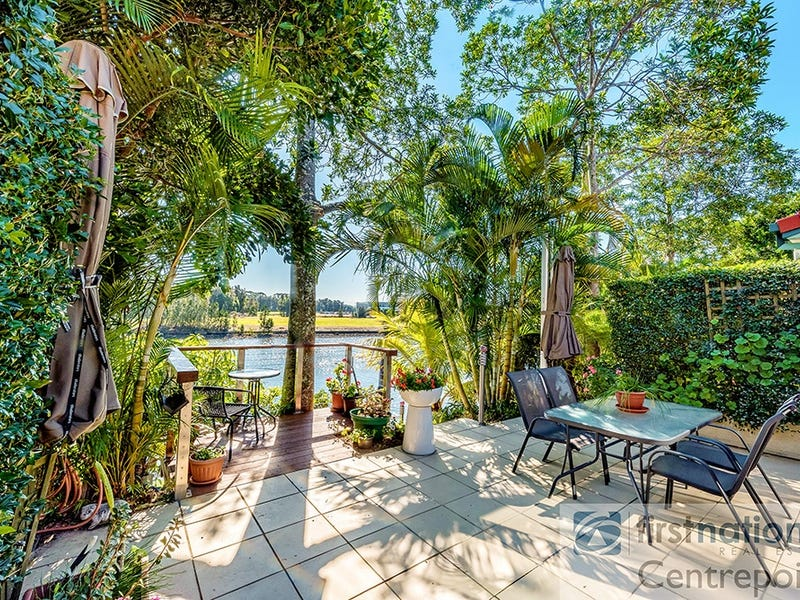 4 Portsmouth/125 Santa Cruz Blvd, Clear Island Waters, Qld 4226