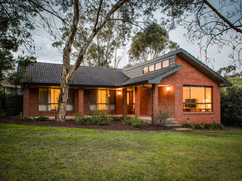 11 Mansfield Avenue, Mount Clear, Vic 3350