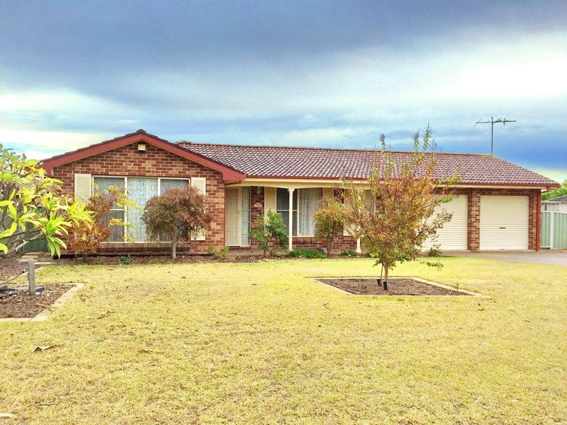 8 Packenham Place, Mount Annan, NSW 2567