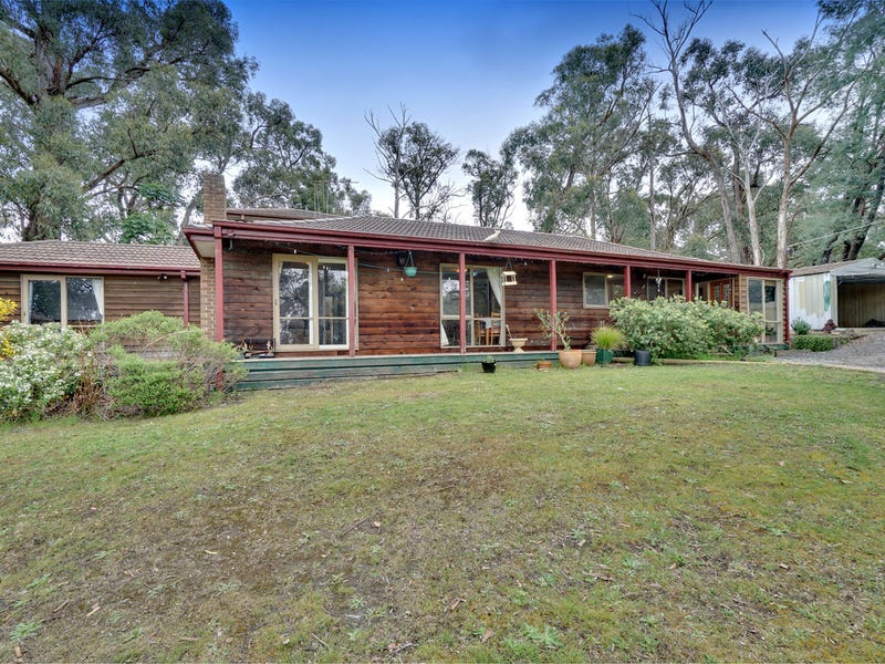 1 Woodlands Avenue, Cockatoo, Vic 3781