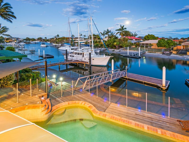 27 Ogrady Drive, Paradise Point, Qld 4216