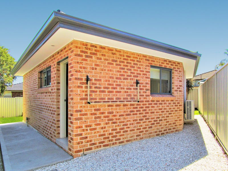 2a  Amiens Close, Bossley Park, NSW 2176