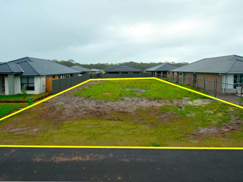 15 Rosemary Street, Fern Bay, NSW 2295