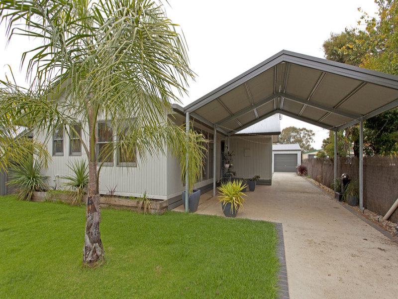 15 Mullins  Road, Killara, Vic 3691