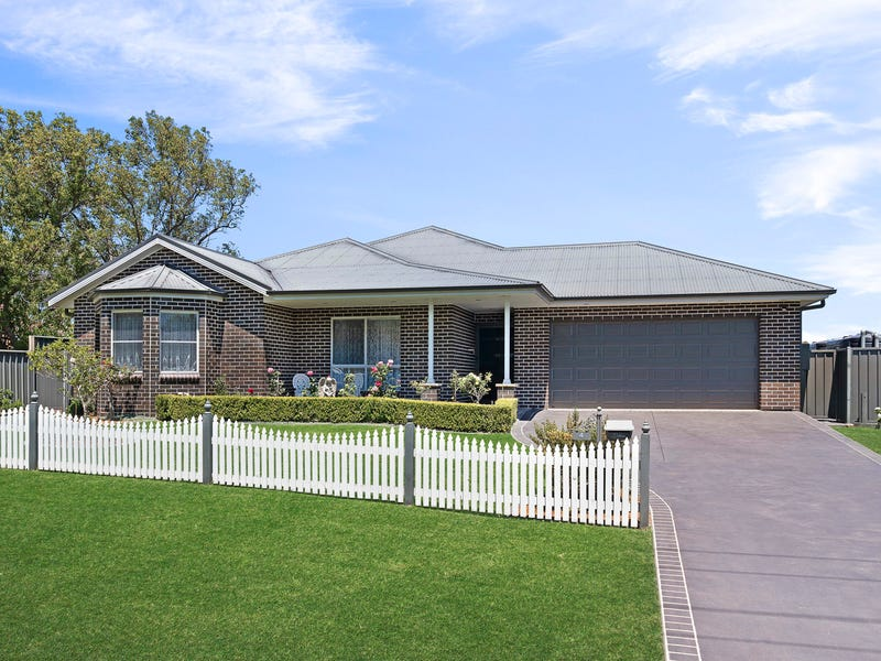 4 Burragorang Street, The Oaks, NSW 2570