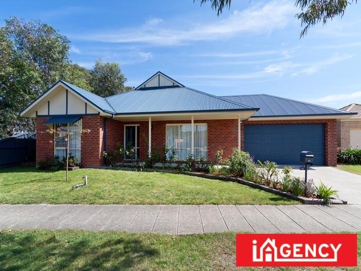 42 Henry Lawson Drive, Lynbrook, Vic 3975