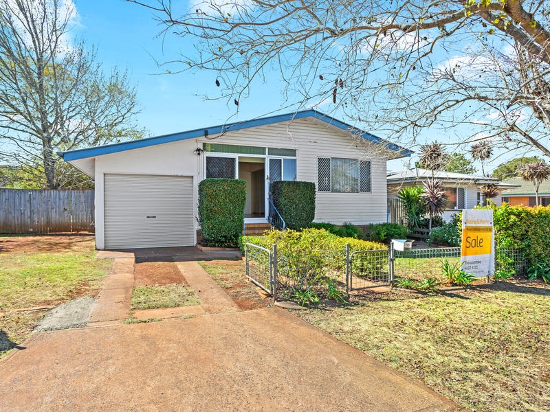 13 Welcombe Avenue, Rockville, Qld 4350