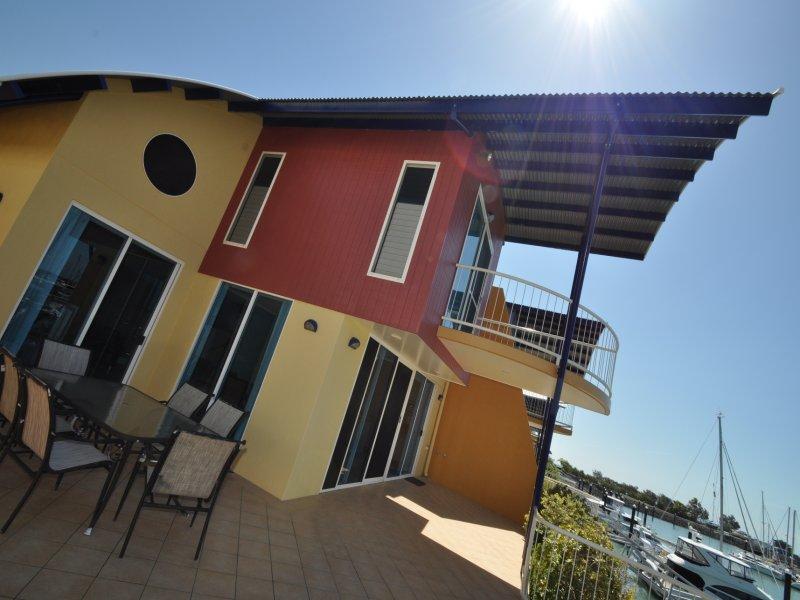 3 Bayside Villas, 12 Breakwater Drive, Rosslyn, Qld 4703