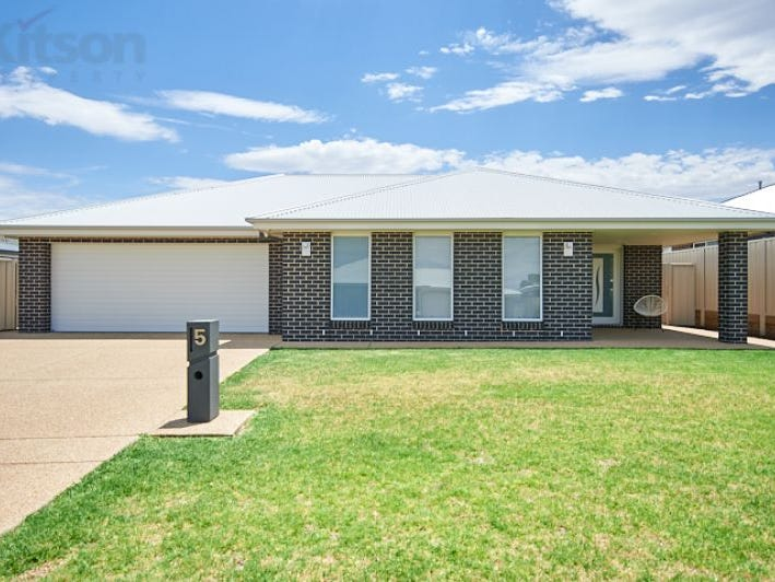 5 Cunjegong Loop, Gobbagombalin, NSW 2650