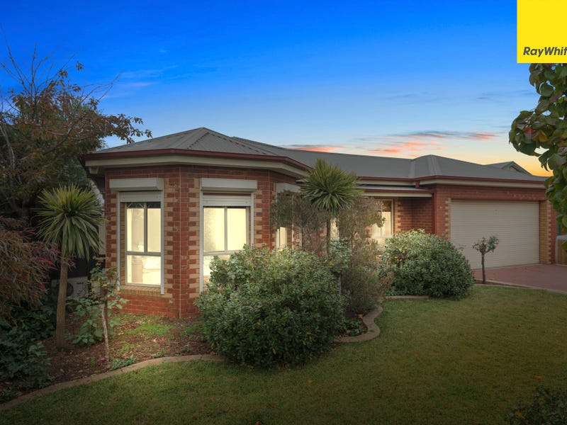 2 Manor Place, Melton, Vic 3337