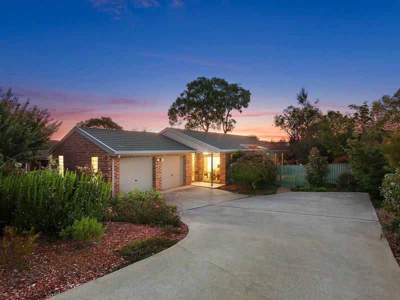 16 Allumba Street, Queanbeyan West, NSW 2620