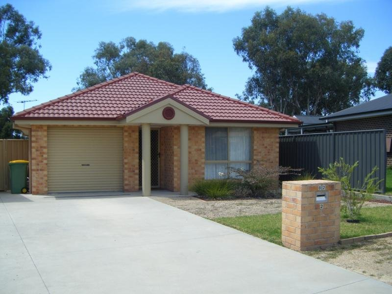 2/82 Hotham Cct, Thurgoona, NSW 2640