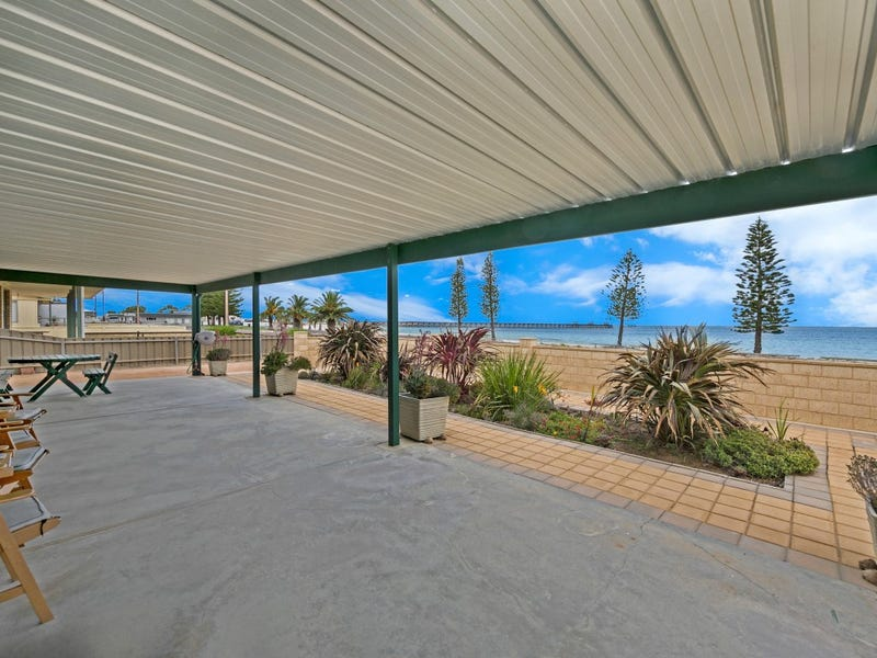8 Beach Esplanade, Smoky Bay