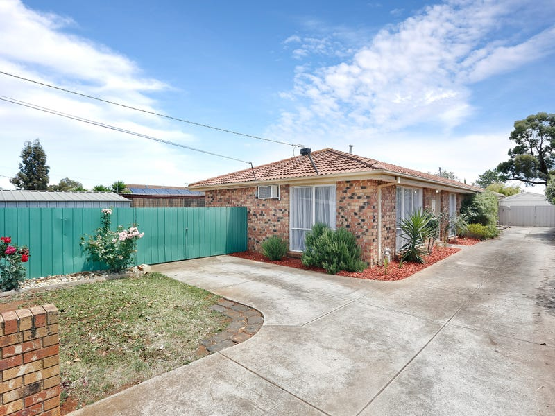 1/23 Hume Avenue, Melton South, Vic 3338