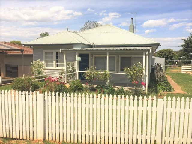 14 Back Creek Road, Young, NSW 2594