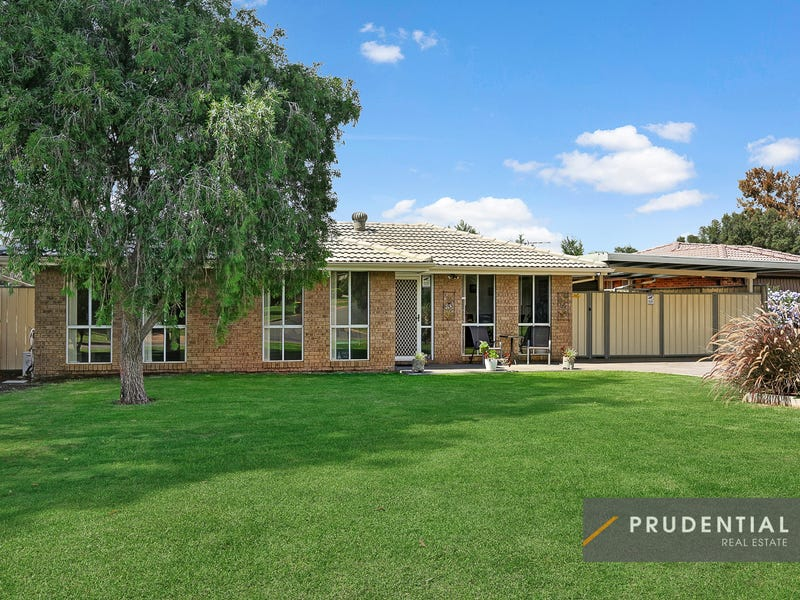 16 Romeo Crescent, Rosemeadow, NSW 2560