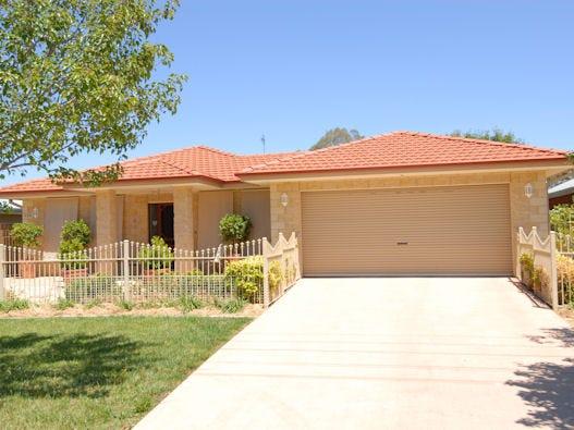 456 POICTIERS STREET, Deniliquin, NSW 2710