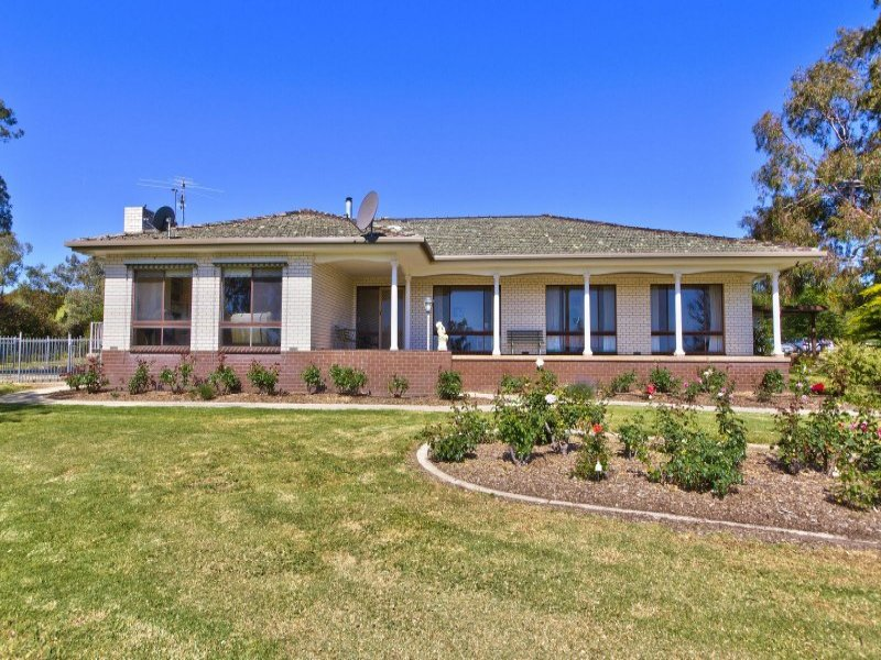 885 Lake Road, Bethanga, Vic 3691