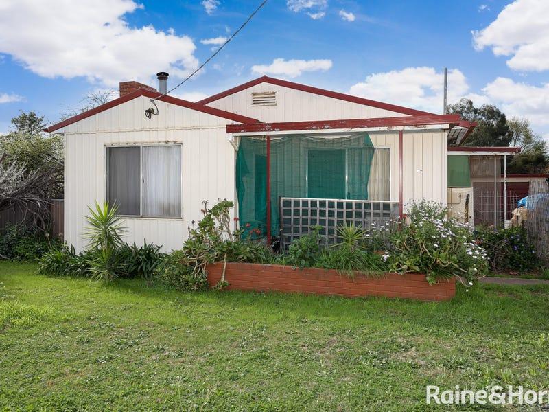 35 Blamey Street, Turvey Park, NSW 2650