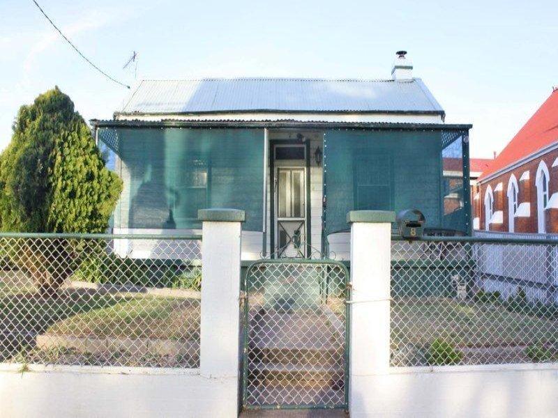 8 Stewart St, Junee, NSW 2663