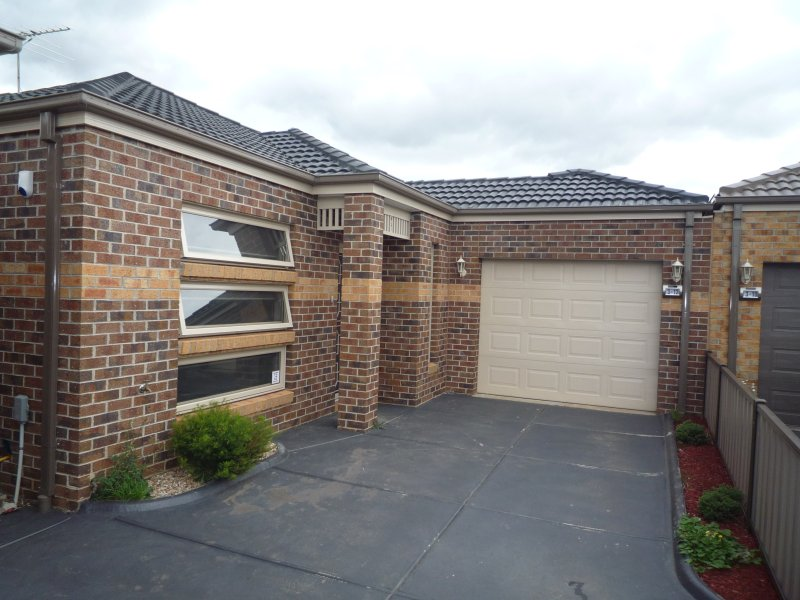 2/12 Haywood Grove, Melton West, Vic 3337