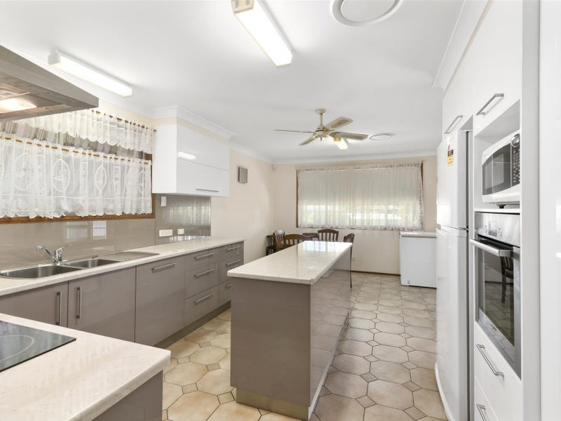 6 Bunya Place, Palm Beach, Qld 4221