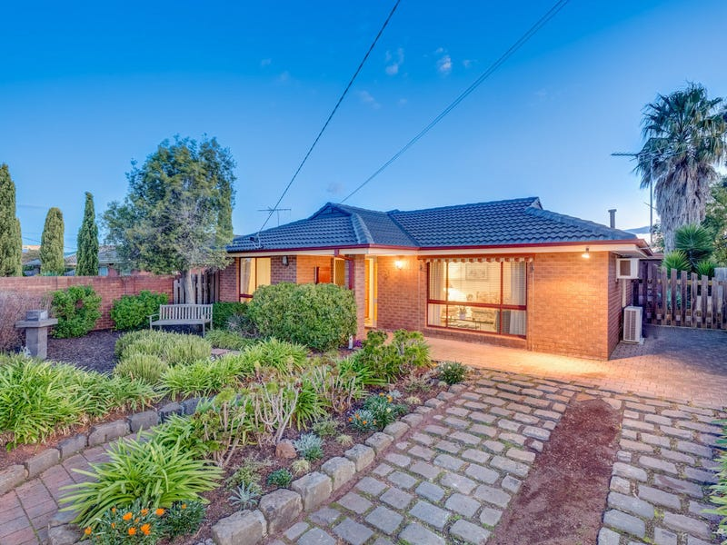 30 Lachlan Road, Melton South, Vic 3338