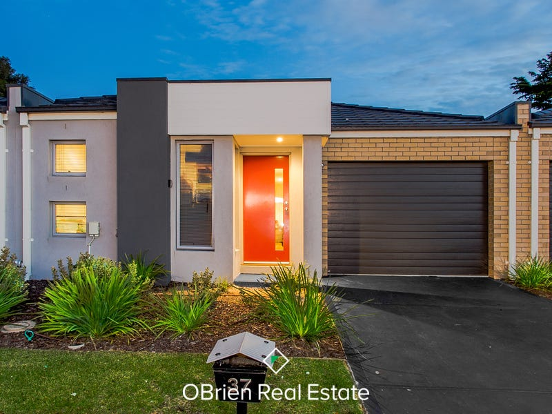 37 Woodright Circuit, Cranbourne, Vic 3977