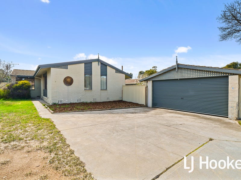 5 Weaver Place, Charnwood, ACT 2615