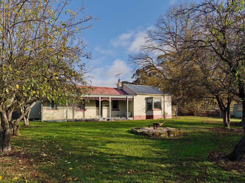 2 Carrs Road, Barkers Creek, Vic 3451