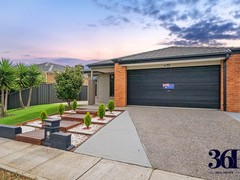19 Arrowhead Street, Manor Lakes