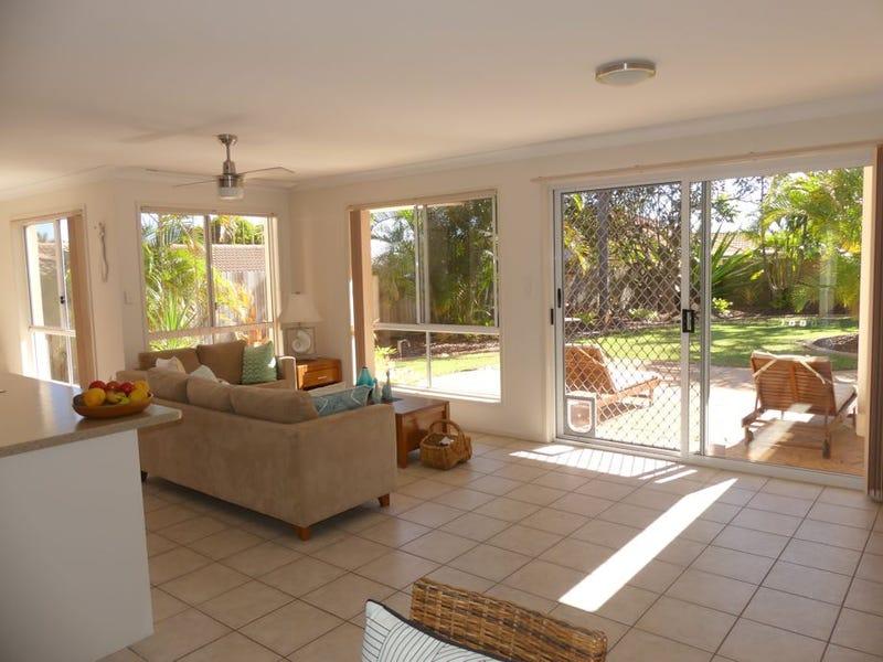 6 Headsail Drive, Banksia Beach, Qld 4507