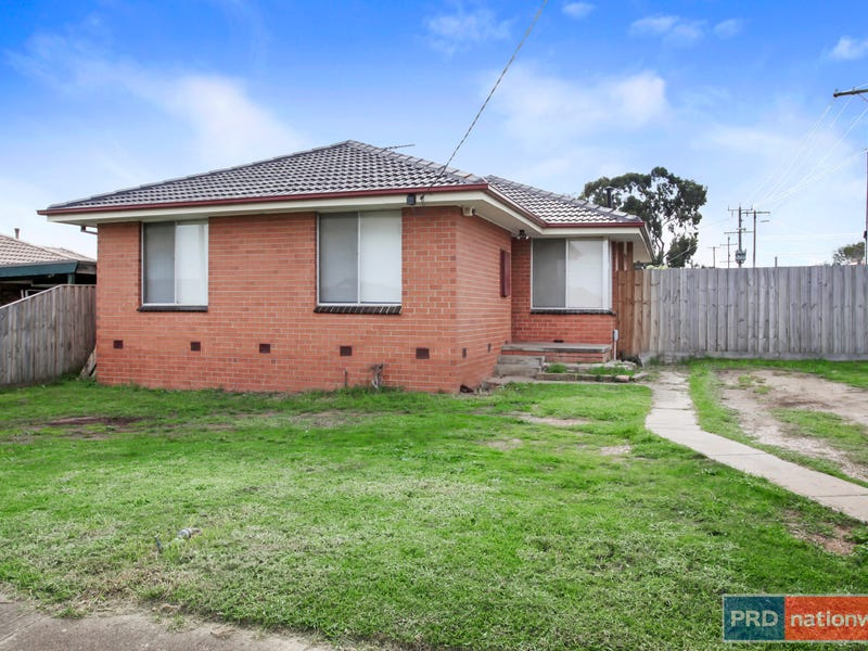 6 Oldershaw Road, Melton, Vic 3337