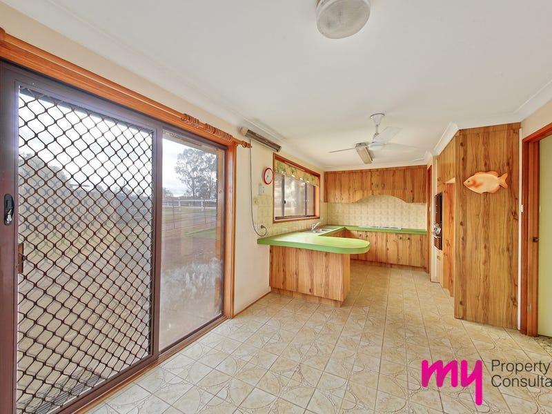 1 Danella Street, The Oaks, NSW 2570