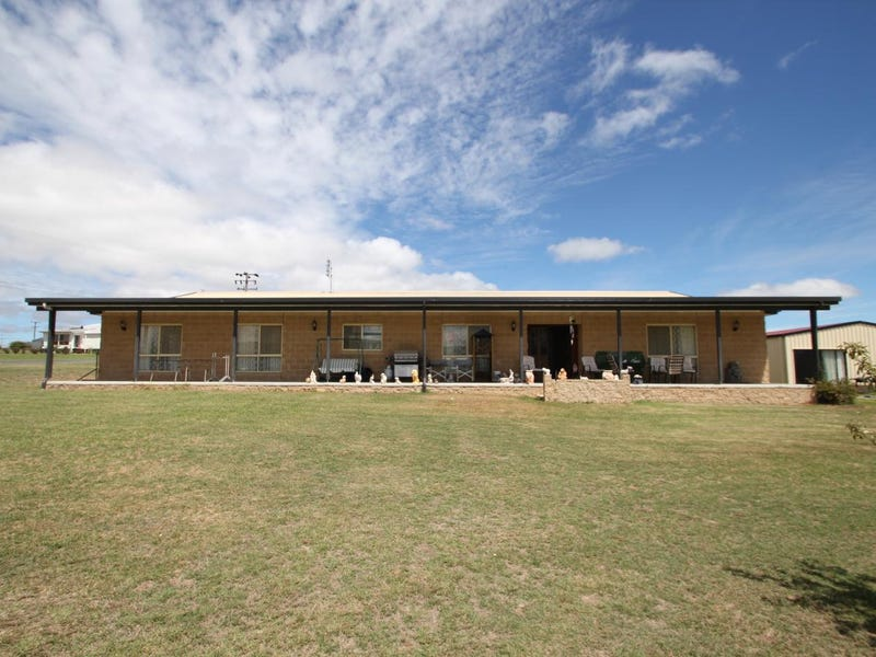 32 Margetts Street, Wallangarra, Qld 4383