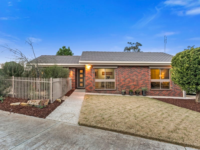 1/24 James Street, Strathdale, Vic 3550