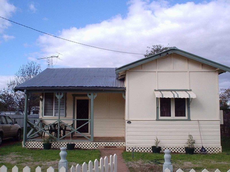 30 Campbell street, Trangie, NSW 2823