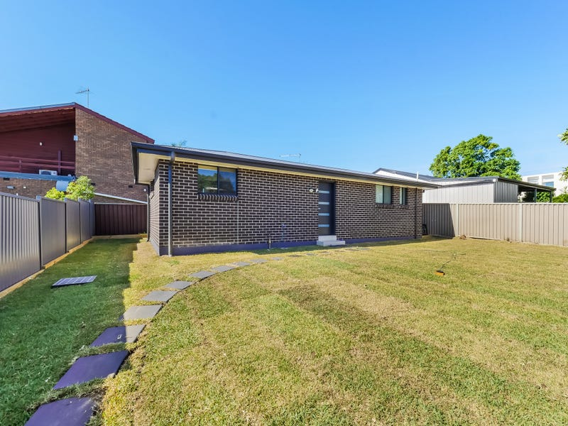 102a Canterbury Rd, Glenfield, NSW 2167