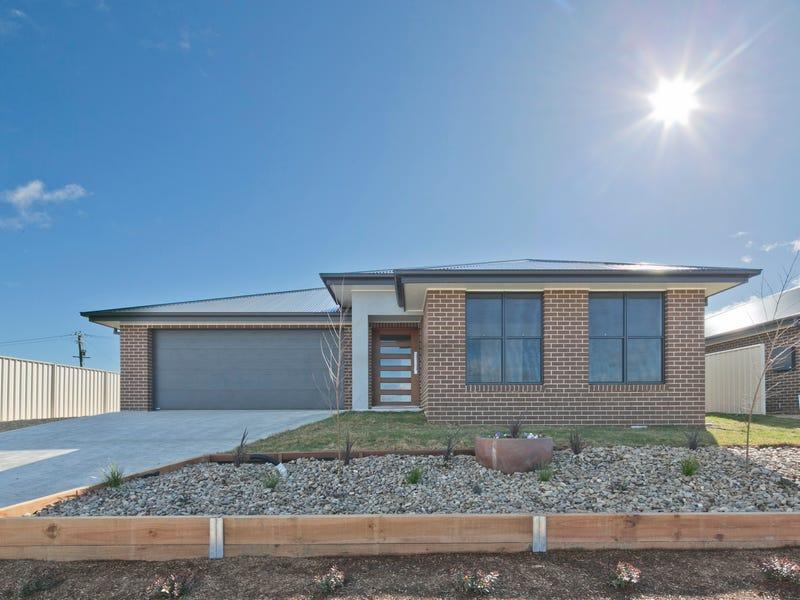 12 Quiberon Way, Goulburn, NSW 2580