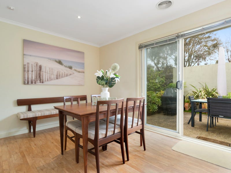 1/10 Gleneagles Avenue, Mornington, Vic 3931